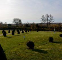 Sobków- figury w ogrodach