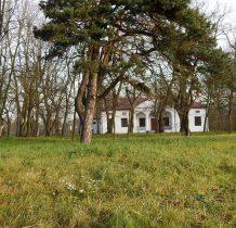 Stawy- dwór i pozostałości parku z XVIII wieku