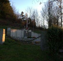 Zawadka- pomnik upamiętniajacy pacyfikację wsi 4 grudnia 1944 roku