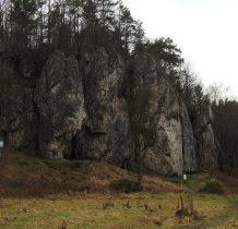 widać otwór wejściowy do jaskini