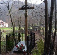 krzyż przy potoku