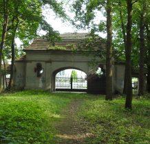Wołów-brama cmentarna