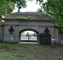 Wołów-przed brama