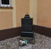 Wołów-zabytkowe nagrobki przy cerkwi