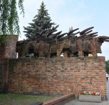 Wołów- rzeźba powstała w 1965 r