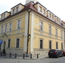 Wołów-zabytkowy budynek z XVII w-obecnia sad