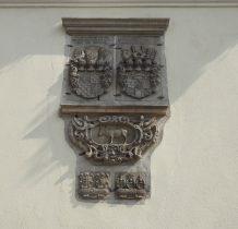 Wołów-ratusz-średniowieczne znaki cechowe