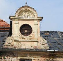 Wołów-detale zabudowy przykościelnej