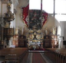 Wołów-kściół parafialny przez szybę