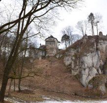 zamek rycerski z XIII wieku