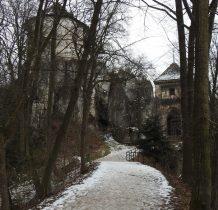zamek w zimowej scenerii