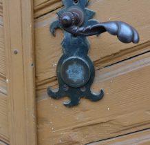 na drzwiach kaplicy