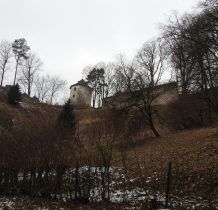 ruiny zamku z okolic parkingu
