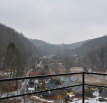 widok z Jonaszówki na dolinę i zamek