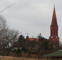 Cekcyn-kościół w oddali