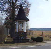 Łażek-murowana kapliczka z XIX wieku