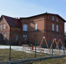 Łażek-zabytkowy budynek szkoły
