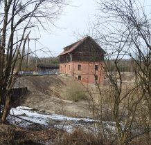 Zgorzały Most-młyn widziany z cmentarza