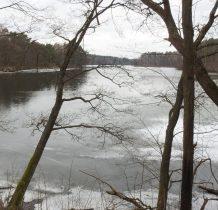 Grzybek-osada otoczona wodami jeziora(zalewu) Żurskiego