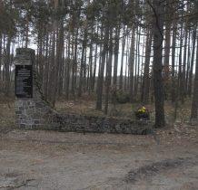 Ustronie-przy drodze do Czerska-pomnik