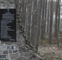 Ustronie-pomnik-jest 18.00-czas wracać na nocleg do Tucholi