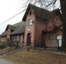 Miedzno-zabytkowy budynek szkoły z 1900 roku