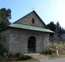 Rybotycze-po drugiej stronie wiosko cmentarz z zabytkowa kaplica