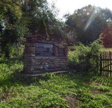 Rybotycze-cmentarz położony jest na wzgórzu