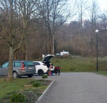zmiana obuwia na parkingu