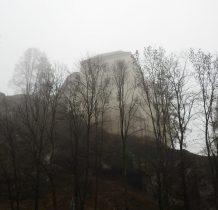 Pieskowa Skała(Sułoszowa)-zamek spowija mgła