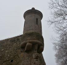 wieżyczki na murach