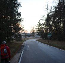wychodzimy na asfalt -przed nami Mirów