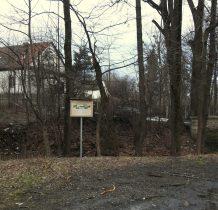 Grodziec-zabytkowy budynek szkoły i mostek