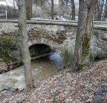 Grodziec-300 letni mostek nad potokiem Tchórzówka