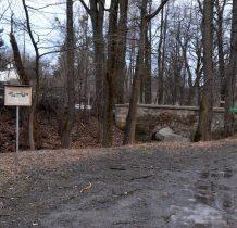 Grodziec-ta droga przez mostek dzieci chodziły do szkoły