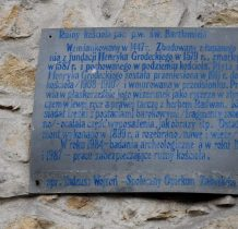 Grodziec-tablica na ruinach