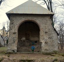 Grodziec-wszystko w 12 ha parku z połowy XVII wieku