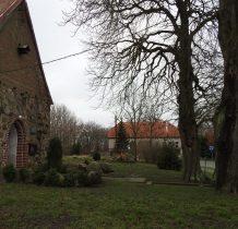 Górki-kościół i dwór