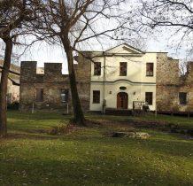 Górki Wielkie-z założenia dworskiego  ocalał jedynie tzw.domek ogrodnika