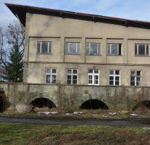 Górki Wielkie-od 1999 roku budynki niszczeja