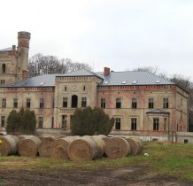 Dreżewo-pałac na szczęście pokrywa nowy dach