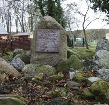 Dobropole-pamiatkowa tablica poświęcona zmarłym obu narodów