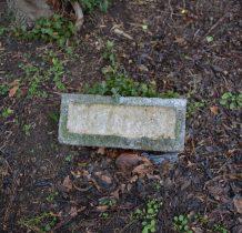 Dobropole-pozostałości  nagrobków