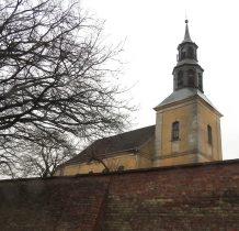 Kamień Pomorski-za murem wieża kościoła z XIII wieku