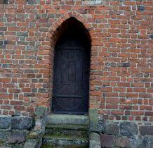Kamień Pomorki-na murach kościoła
