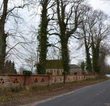 Sibin-ceglany mur otacza kościół