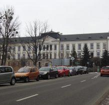 budynek szkoły olbrzymi