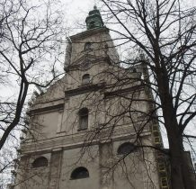 powstał w roku 1710-wieża 1750