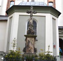 krzyż przy kościele