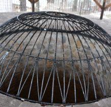 studnia-loch w wieży ostatecznej obrony